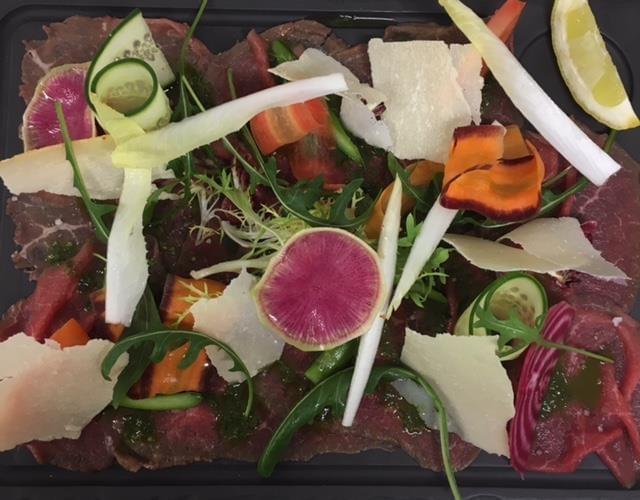 Carpaccio de ternera con verduras crujientes © Brasserie Le France