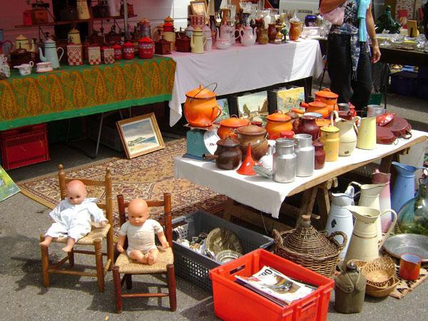 Ventas de garaje de octubre y mercados de pulgas