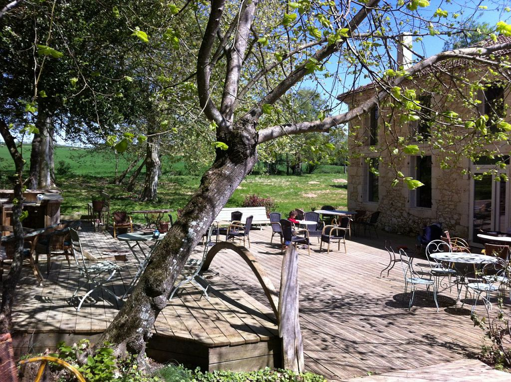 Le Maska terrasse au printemps