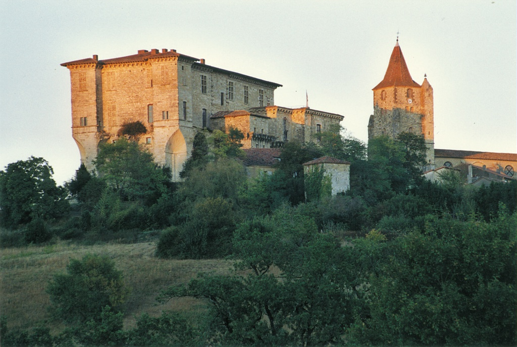 Château de Lavardens au coucher du soleil