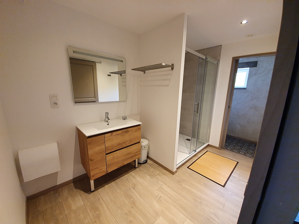 chambre à l'étage – salle d'eau