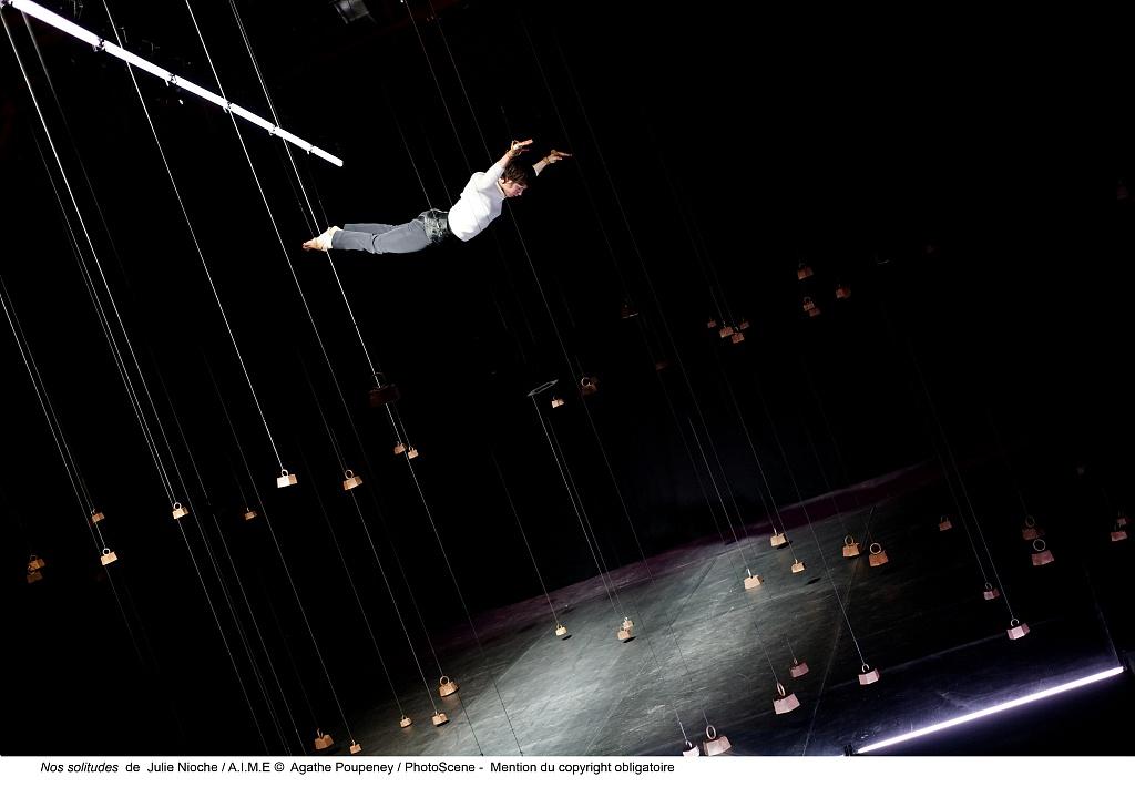 Spectacle de danse suspendue Circa