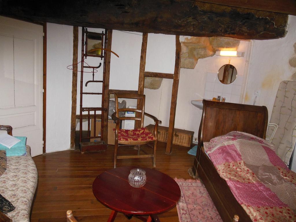 Chambre individuelle avec lit bateau 1er étage – Le Petit Moulin de Burrat